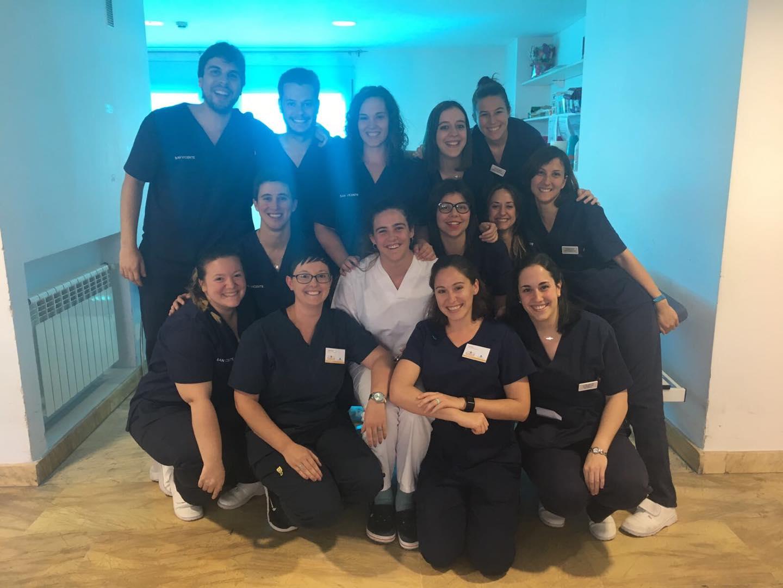 Estudiantes de la West Coast University comparten tres días con los fisioterapeutas de la Clínica San Vicente